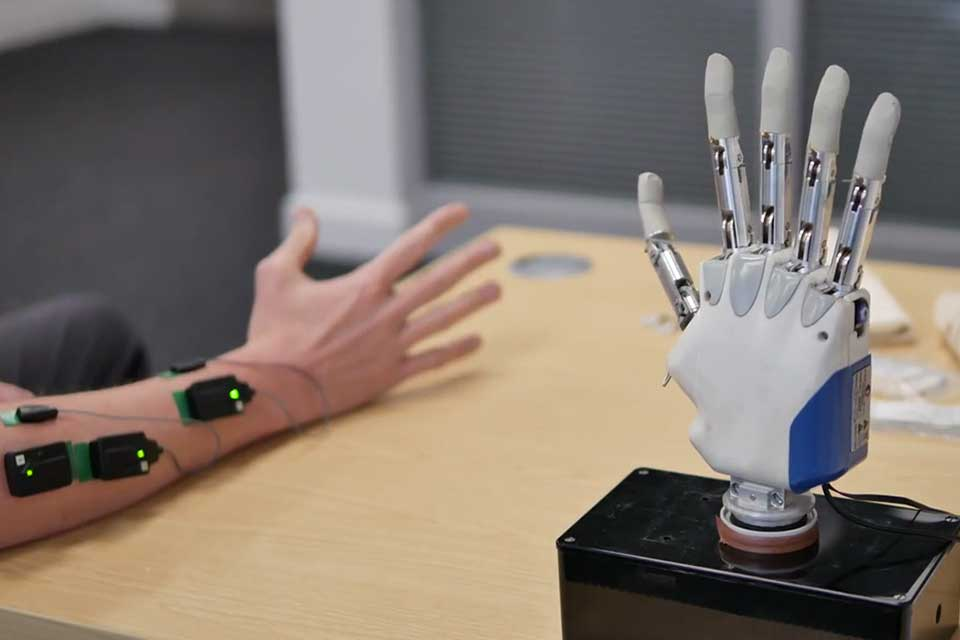 Keele scientists showcase cutting-edge prosthetic hand research at national exhibition