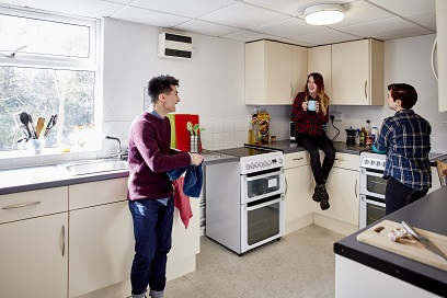 Students in Horwood halls kitchen
